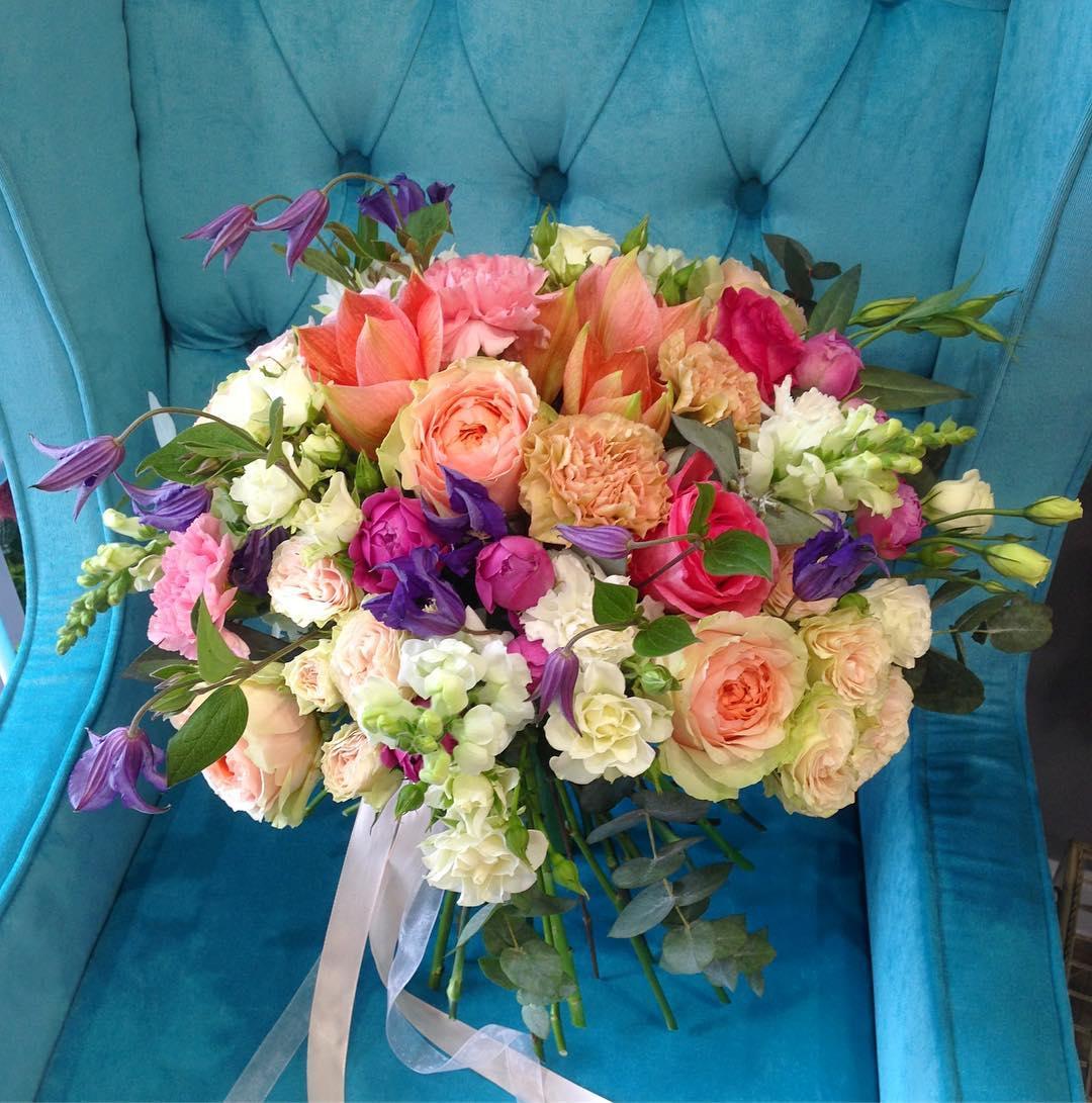 Наш клиент хотел приготовить сюрприз своей девушке, нам кажется это удалось. Рады вам 8:00-20:00 ▪️+79000001133 🏛Рашпилевская 28 ▪️tiffanyblooms.ru  #tiffanyblooms #ялюбима #цветыкраснодар #доставкацветовкраснодар #букеткраснодар #доставкабукетовкрд #цветыкрд