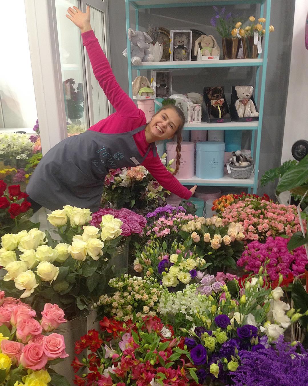Доброе утро! У нас свежее поступление цветочной красоты #цветывкоробке #tiffanyblooms #цветыкрд #ялюбима #доставкацветовкраснодар #доставкабукетовкраснодар #цветысдоставкой😀Рады вам с 8:00 до 21:00 📲Заказы +79000001133 🏛Рашпилевская 28 ❗️Сайт tiffanyblooms.ru