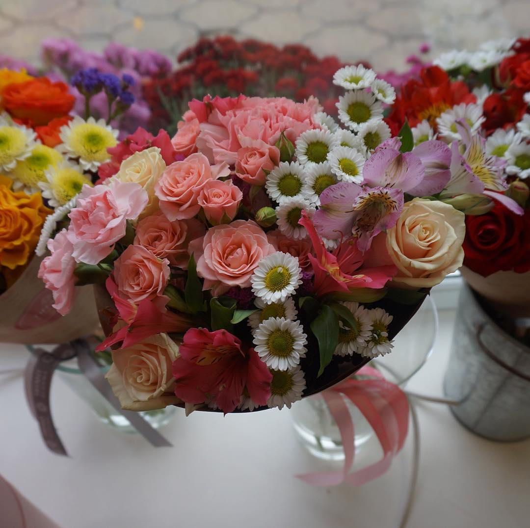 Даже маленький букет от @tiffanyblooms.ru приносит невероятную радость, проверено 😉. #ялюбима ▪️Рады вам с 8:00 до 20:00 ▪️Заказы +79000001133 ▪️Рашпилевская 28 ▪️tiffanyblooms.ru #tiffanyblooms #цветыкрд #доставкабукетовкраснодар #доставкацветовкраснодар #цветывкоробке #букеткраснодар