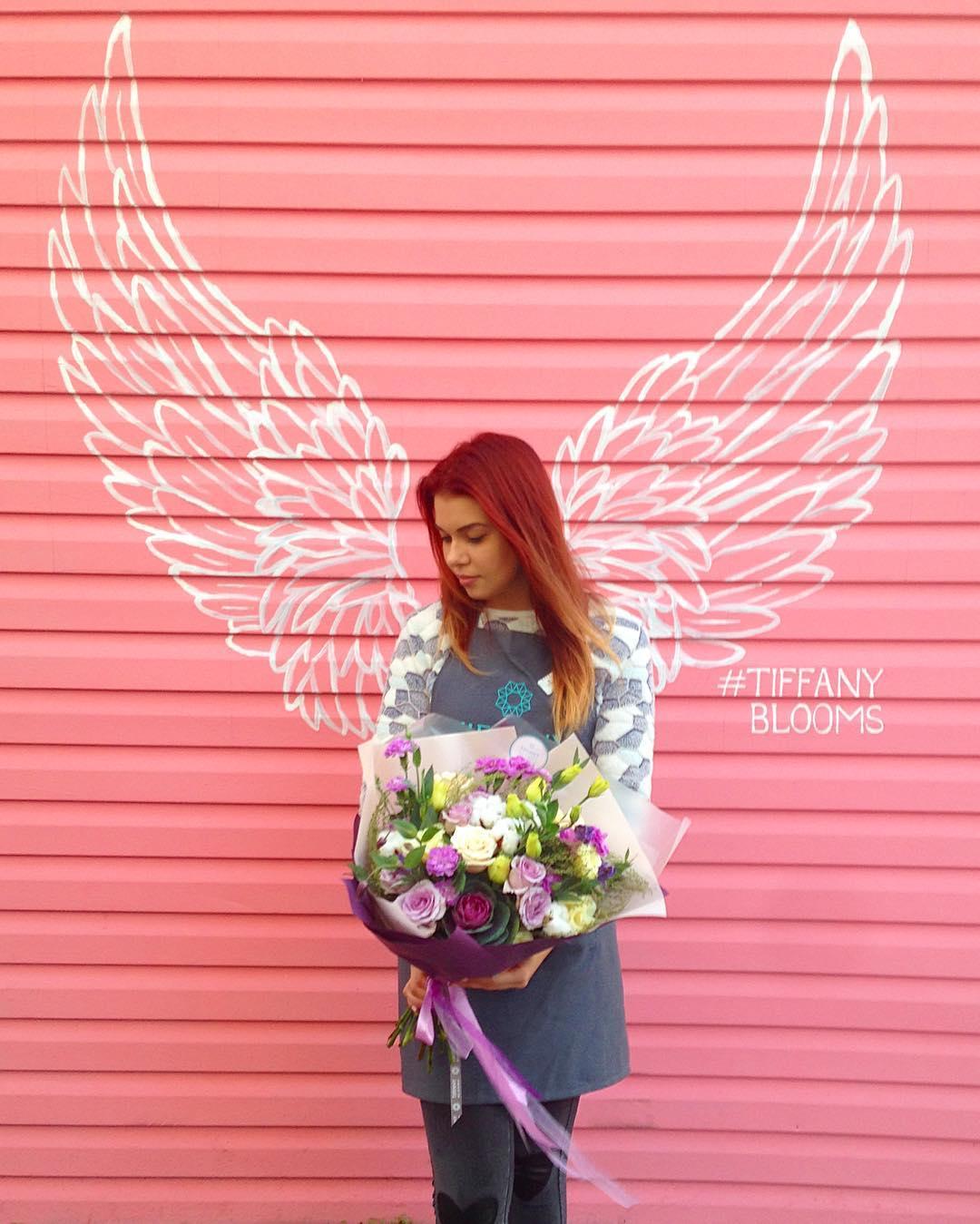 Мы заметили, что наши букеты придают девушкам ангельский вид. #цветывкоробке #ялюбима #цветыкрд #доставкабукетовкраснодар #доставкацветовкраснодар #букет_от_тиффани #букеткраснодар #цветыкраснодар #розыкраснодар #розыкрд #tiffanyblooms #flowers ▪Рады вам с 8:00 до 20:00 ▪Заказы +79000001133 ▪Рашпилевская 28 ▪tiffanyblooms.ru