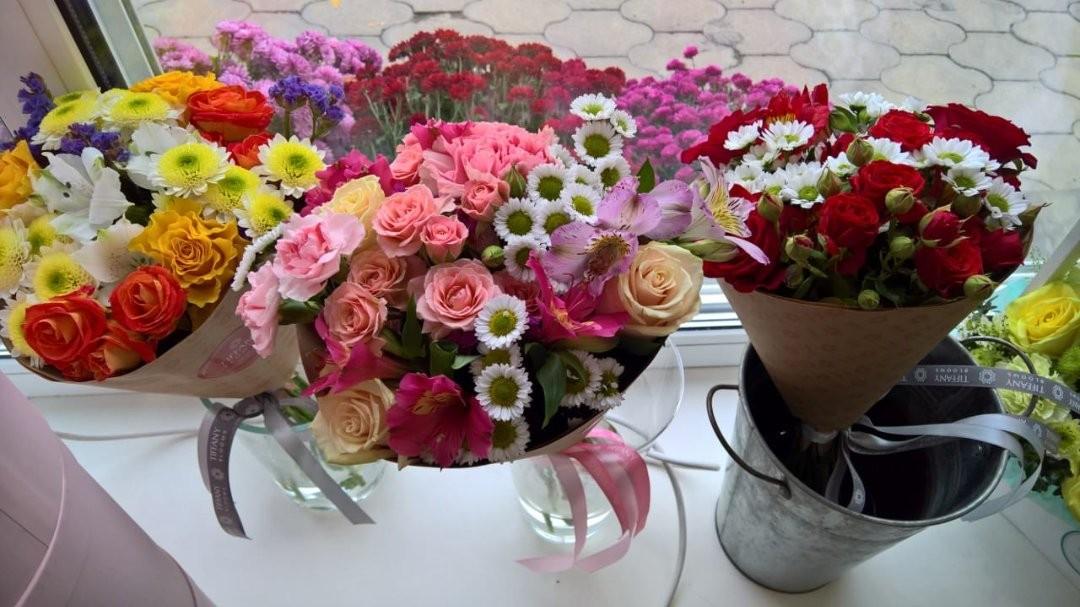 Милые букетики в фирменной крафт упаковке. А вы хотели бы, что вам подарили такой букетик? . Работаем с 8:00 до 20:00 Заказы +79000001133 Рашпилевская 28 tiffanyblooms.ru . #букеткраснодар #букет_от_тиффани #tiffanyblooms #flowers #цветыкрд #доставкацветовкраснодар #доставкабукетовкраснодар #букетвшляпнойкоробке