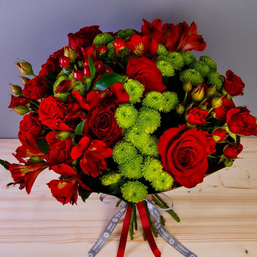 Не смотрите на букеты свысока. Или смотрите, ведь тоже красиво)) . . Звоните +79000001133 Рашпилевская 28 Работаем с 8:00 до 20:00 tiffanyblooms.ru . #букеткраснодар #букет_от_тиффани #tiffanyblooms #flowers #цветыкрд #доставкацветовкраснодар #доставкабукетовкраснодар #букетвшляпнойкоробке
