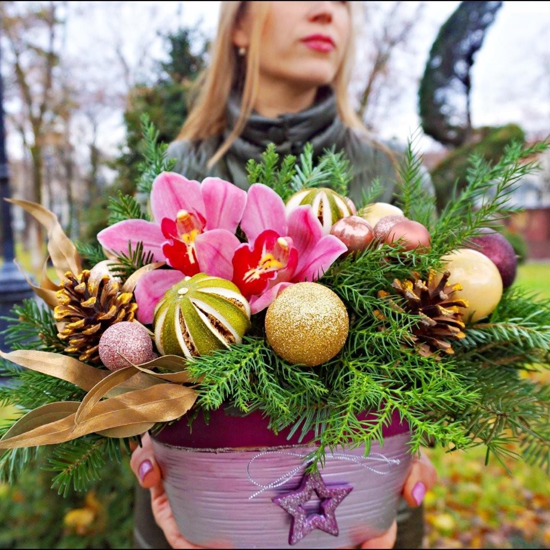 Если не создавать настроение, то оно и не появится. Для этого есть композиции из ели с игрушками и настроением праздника. . Звоните +79000001133 Рашпилевская 28 Работаем с 8:00 до 20:00 tiffanyblooms.ru . #букеткраснодар #букет_от_тиффани #tiffanyblooms #flowers #цветыкрд #доставкацветовкраснодар #доставкабукетовкраснодар #букетвшляпнойкоробке