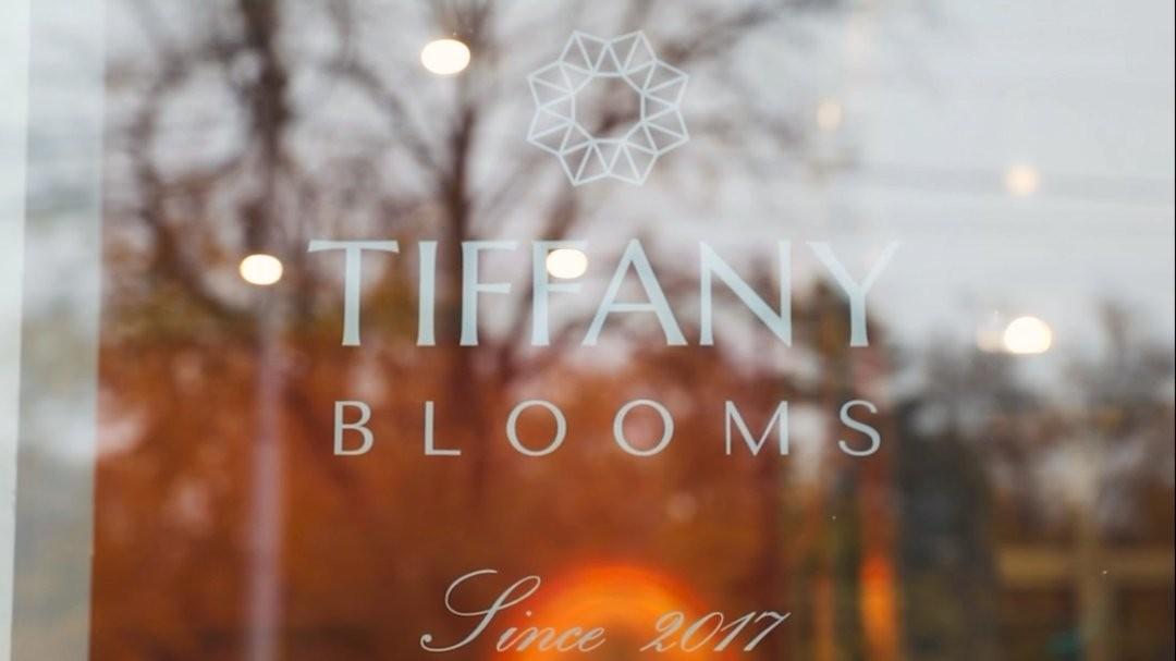 Каждое утро мы зажигаем огни в нашем магазине напротив парка со слоником. . Звоните +79000001133 Рашпилевская 28 Работаем с 8:00 до 20:00 tiffanyblooms.ru . #букеткраснодар #букет_от_тиффани #tiffanyblooms #flowers #цветыкрд #доставкацветовкраснодар #доставкабукетовкраснодар #букетвшляпнойкоробке