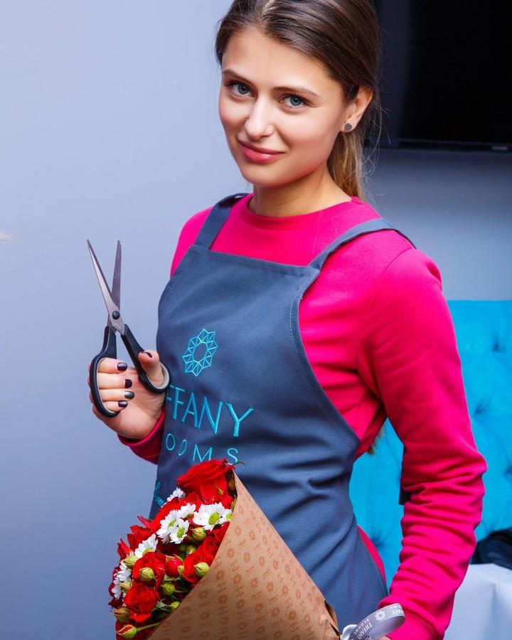 Наш добрый шеф-флорист Елена желает всем хорошо пережить шок 9 января. . Звоните +79000001133 Рашпилевская 28 Работаем с 8:00 до 20:00 tiffanyblooms.ru . #букеткраснодар #букет_от_тиффани #tiffanyblooms #flowers #цветыкрд #доставкацветовкраснодар #доставкабукетовкраснодар #букетвшляпнойкоробке