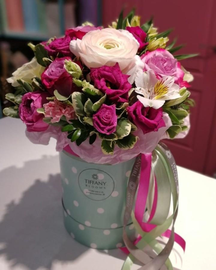 Влюбленность — это как повод жить и радоваться жизни. Влюбляйтесь и дарите цветы, не только под праздники. . Звоните +79000001133 Рашпилевская 28 Работаем с 8:00 до 20:00 tiffanyblooms.ru #цветыкрд #доставкацветовкраснодар #доставкабукетовкраснодар #букетвшляпнойкоробке