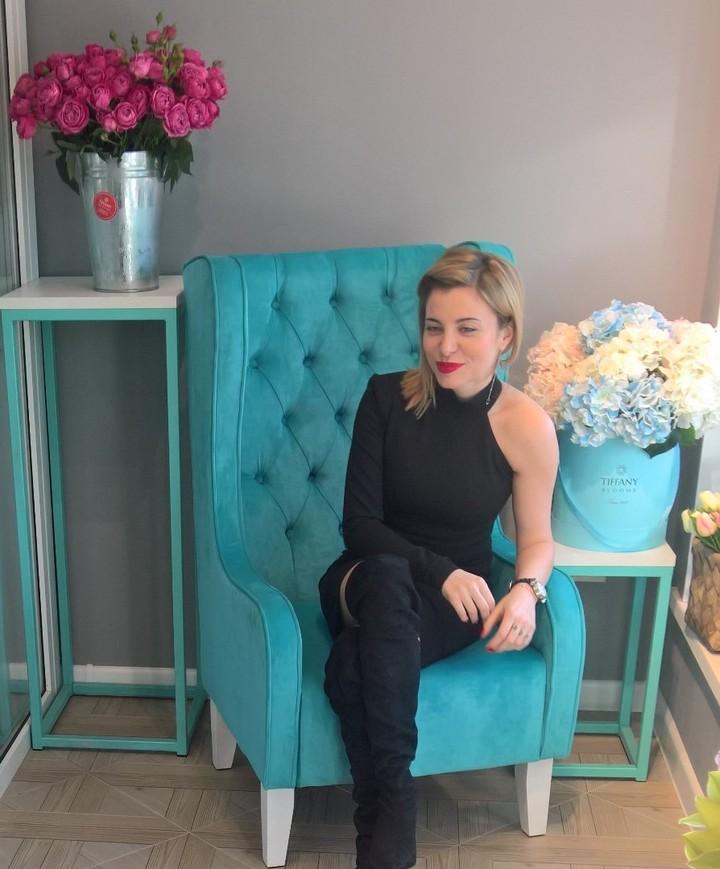 Сегодня у нас в гостях была прекрасная Ангелина @anbrute  Обсуждали цветочные вкусы. . Звоните +79000001133 Рашпилевская 28 Работаем с 8:00 до 20:00 tiffanyblooms.ru #цветыкрд #доставкацветовкраснодар #доставкабукетовкраснодар #букетвшляпнойкоробке