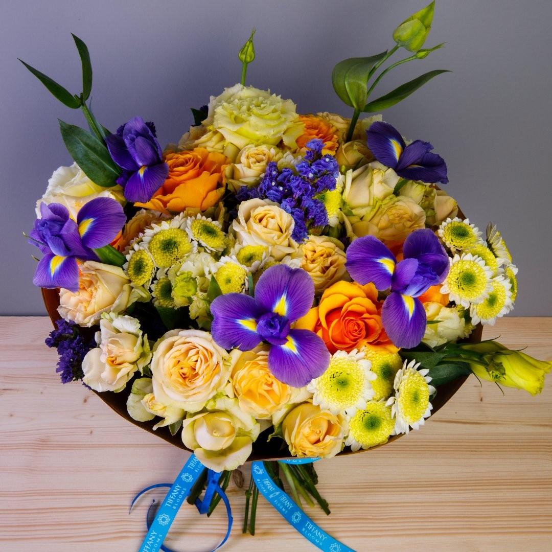 Яркое начало дня, когда есть хризантемы, розы, ирисы и анемоны и есть чему радоваться. . . Звоните +79000001133 Рашпилевская 28 Работаем с 8:00 до 20:00 tiffanyblooms.ru #цветыкрд #доставкацветовкраснодар #доставкабукетовкраснодар #букетвшляпнойкоробке