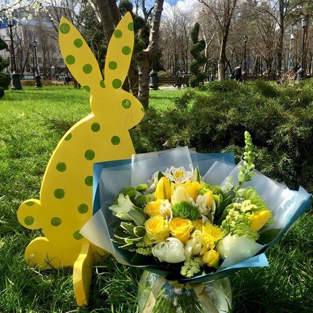 У нас одна весна на уме. . . Звоните +79000001133 Рашпилевская 28 Работаем с 8:00 до 20:00 tiffanyblooms.ru #цветыкрд #доставкацветовкраснодар #доставкабукетовкраснодар #букетвшляпнойкоробке