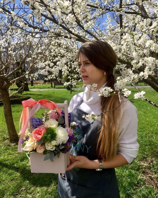 Коротко о празднике весны и труда. Весна точно есть, а когда хобби становится работой, то и отдыхать от нее не обязательно. В общем, если вы отдыхаете, то мы для вас с удовольствием поработаем. . . Звоните +79000001133 Рашпилевская 28 Работаем с 8:00 до 20:00 tiffanyblooms.ru #цветыкрд #доставкацветовкраснодар #доставкабукетовкраснодар #букетвшляпнойкоробке