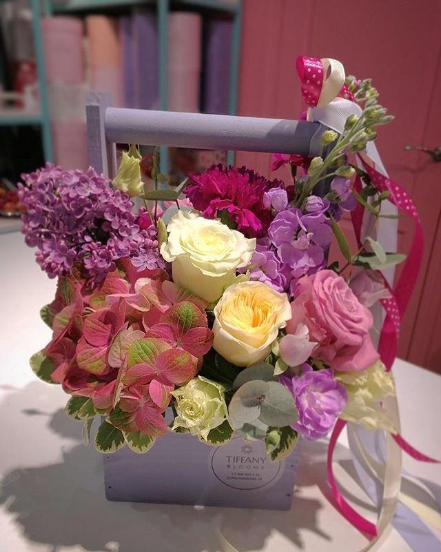 В наших композициях не больше цветов, чем у других. В них больше любви! ❤️❤️❤️ любовь весна цветы tiffanyblooms