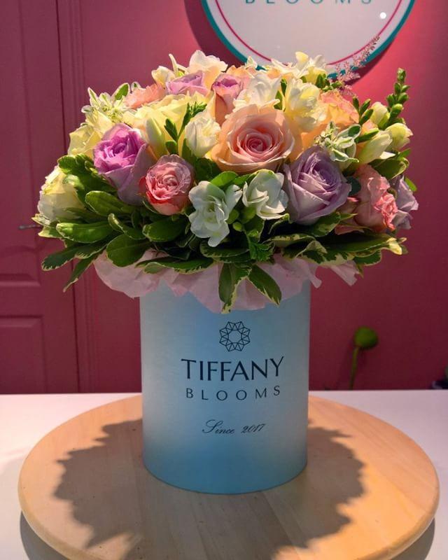 Приятная голубая коробочка отправилась поздравлять с днём рождения в офис Tele2...Звоните +79000001133Рашпилевская 28Работаем с 8:00 до 20:00tiffanyblooms.ru.#букеткраснодар #букет_от_тиффани #tiffanyblooms #flowers #цветыкрд #доставкацветовкраснодар #доставкабукетовкраснодар #букетвшляпнойкоробке