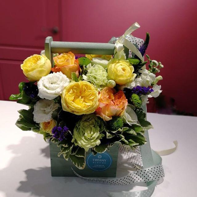 Как сделать человека счастливым с утра? Просто подарите композицию с желтыми пионовидными розами...Звоните +79000001133Рашпилевская 28Работаем с 8:00 до 20:00tiffanyblooms.ru.#букеткраснодар #букет_от_тиффани #tiffanyblooms #flowers #цветыкрд #доставкацветовкраснодар #доставкабукетовкраснодар #букетвшляпнойкоробке