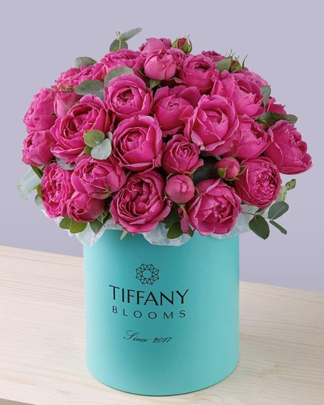 Только подумайте, сколько ответственности возложено на....цветы.... Они искупают чью-то вину..., символизируют скорбь..., почтение..., радость.., благодарность..., любовь....Не каждый человек способен выразить эти чувства.... А они могут ..Звоните +79000001133Рашпилевская 28Работаем с 8:00 до 20:00tiffanyblooms.ru.#букеткраснодар #букет_от_тиффани #tiffanyblooms #flowers #цветыкрд #доставкацветовкраснодар #доставкабукетовкраснодар #букетвшляпнойкоробке