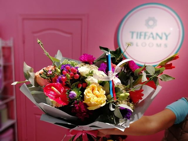 1 сентября - особенный и торжественный для многих детишек и родителей. Мы же можем украсить их праздник и придать немного стиля...Звоните +79000001133Рашпилевская 28Работаем с 8:00 до 20:00tiffanyblooms.ru.#букеткраснодар #букет_от_тиффани #tiffanyblooms #flowers #цветыкрд #доставкацветовкраснодар #доставкабукетовкраснодар #букетвшляпнойкоробке