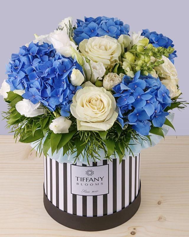 Любите ли вы гортензии, как любим их мы?..Звоните +79000001133Рашпилевская 28Работаем с 8:00 до 20:00tiffanyblooms.ru.#букеткраснодар #букет_от_тиффани #tiffanyblooms #flowers #цветыкрд #доставкацветовкраснодар #доставкабукетовкраснодар #букетвшляпнойкоробке