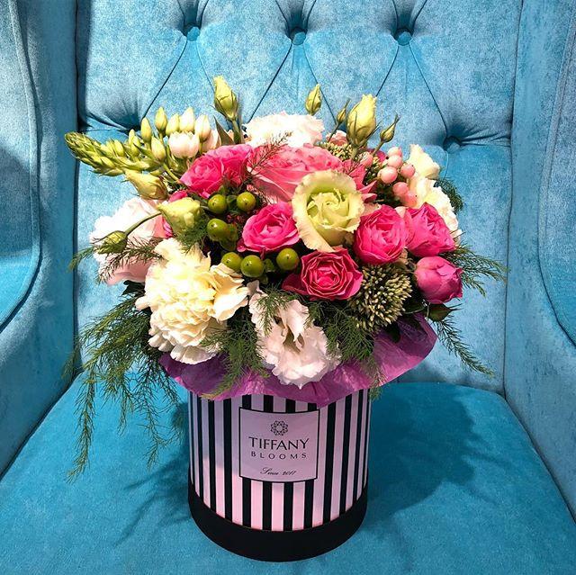 Флористы #tiffanyblooms каждую коробочку делают стильно и со вкусом. Самые лучшие цветы для вас!  #цветывкраснодаре #доставкацветов #цветыкраснодар #доставкацветовкраснодар #букеткраснодар #подароккраснодар #цветывкоробках Рашпилевская, д.28  Работаем 8:00-20:00